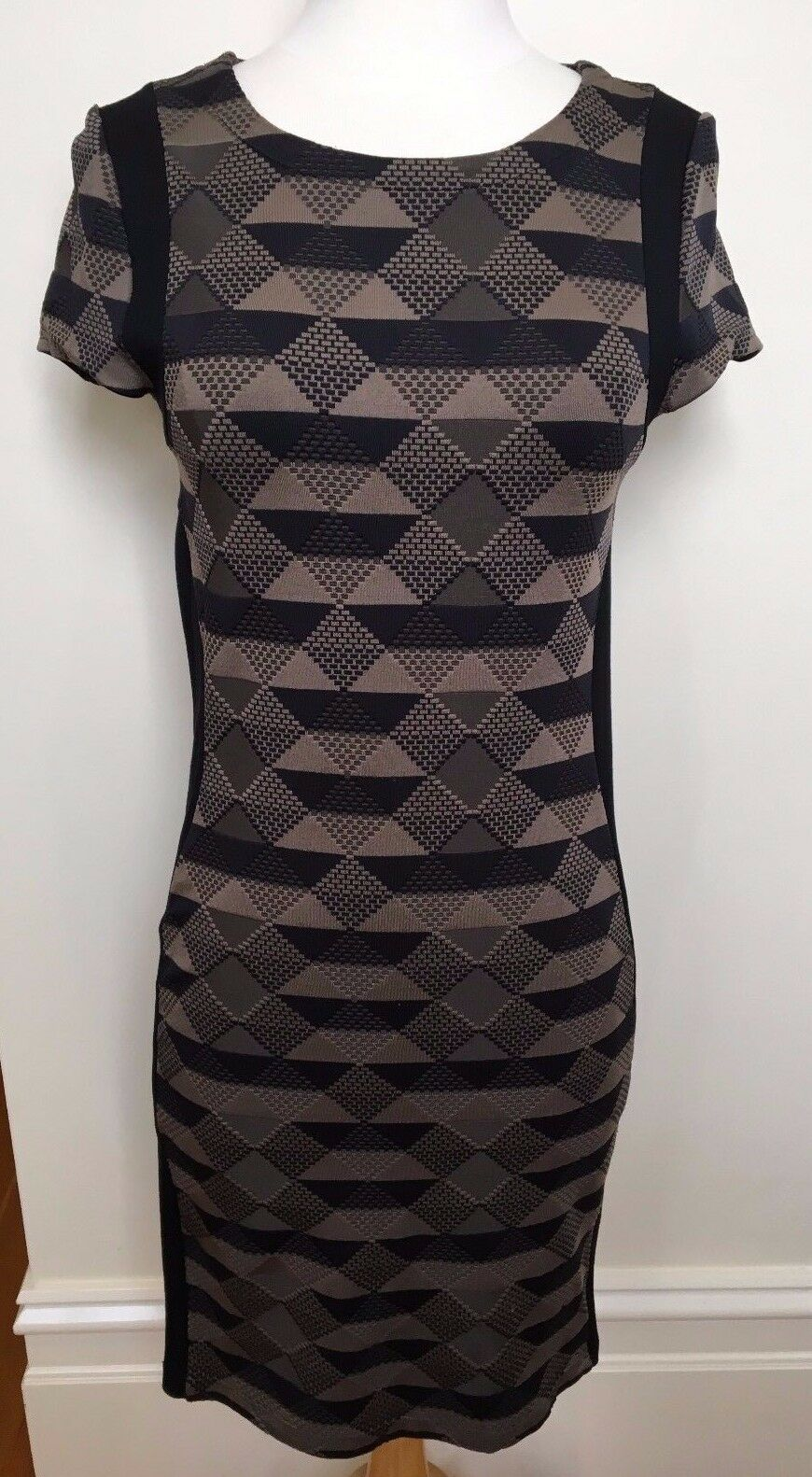 METALICUS schwarz Matte Gold Triangle Pattern Stretch Body Con Short Sleeve Dress