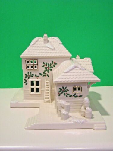 LENOX CHRISTMAS VILLAGE TRAIN STATION sculpture NEW in BOX Lighted series