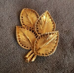Vintage-Brooch-Pin-Goldtone-Lapel-Pin-ornate-Leaves-Nature-bunch-cluster