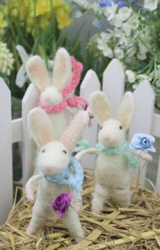 Gisela Graham Pâques Laine Mix Blanc Bunny avec Décoration Fleur x 3