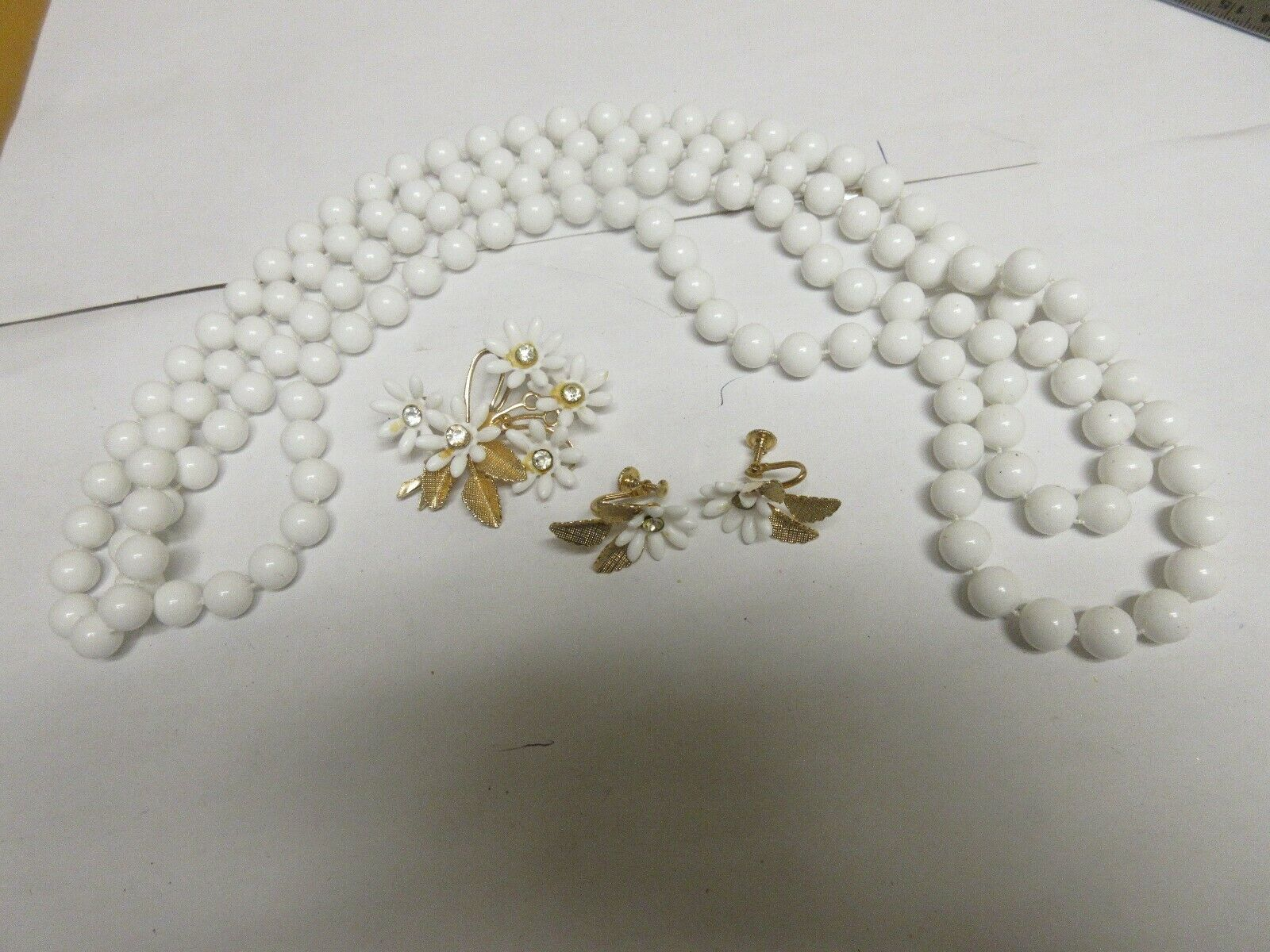 Costume Jewelry , Vintage , White Necklace , Brooch , E