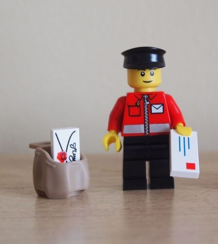 LEGO Postman Minifigure with Sack /& 2 Letters NEW Town City