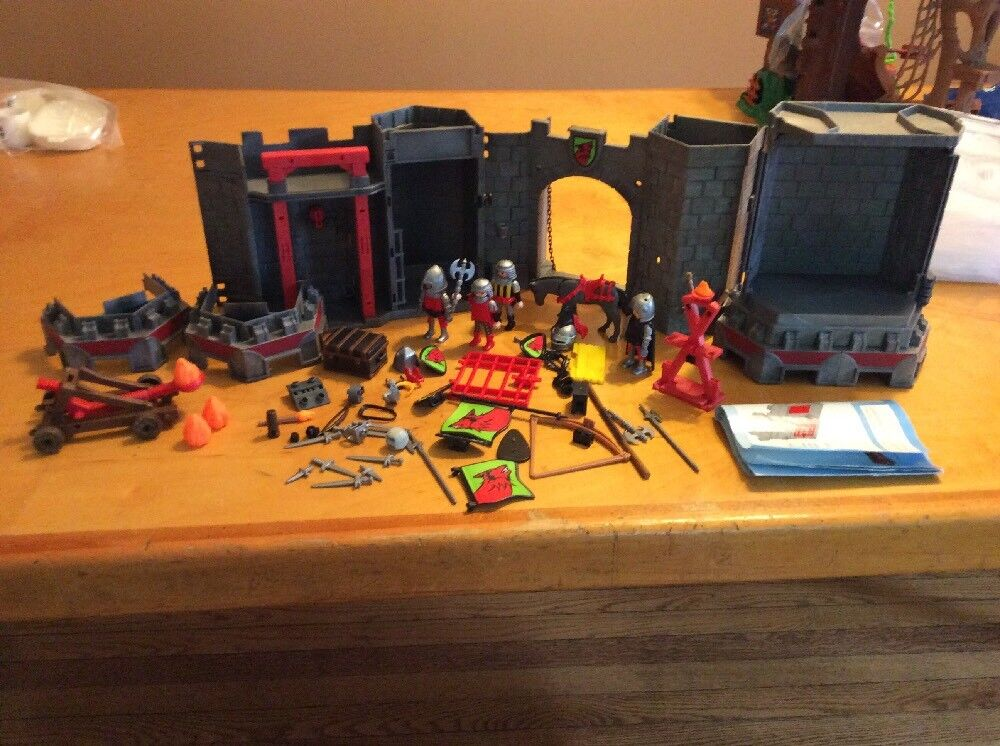 Playmobile 5803 Fort Vintage & Lot Of Men & Accessories B25