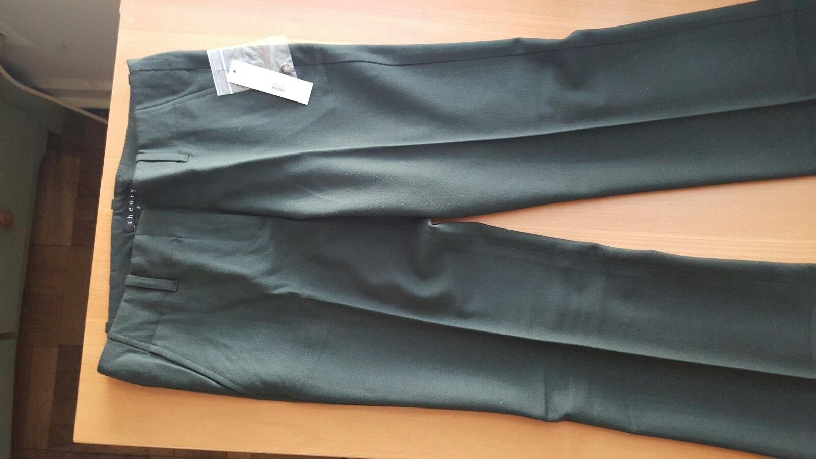 Theory NWT  sugar bottle green wool pants size 2