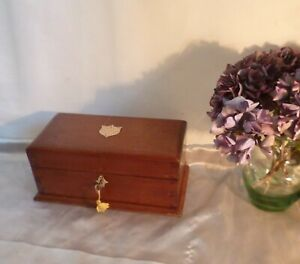 Antique-George-V-Solid-Oak-Box-with-Working-Lock-amp-Key-Inscribed-1917