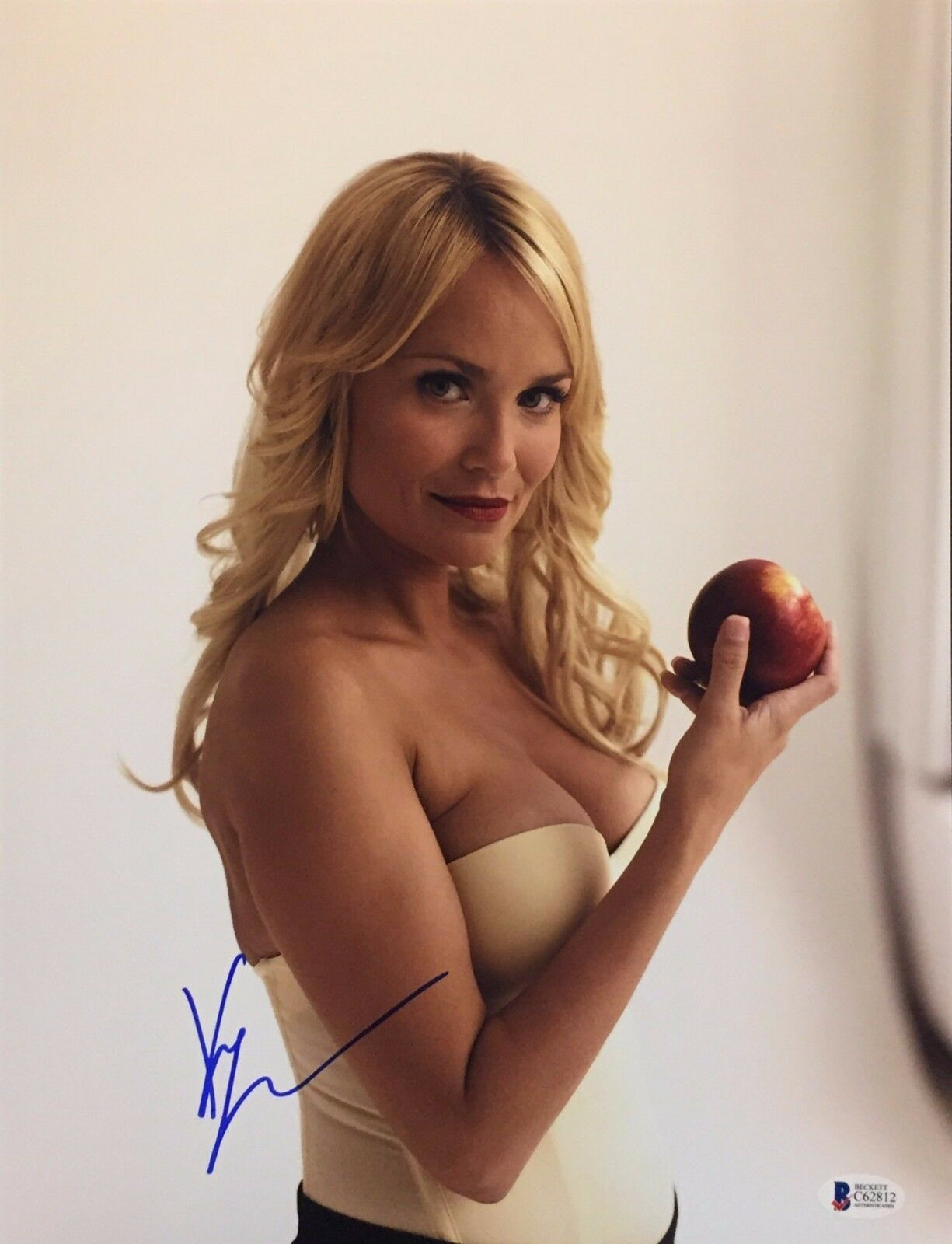 Kristen Chenoweth Signed 11x14 Photo *Model *Bewitched BAS C62812