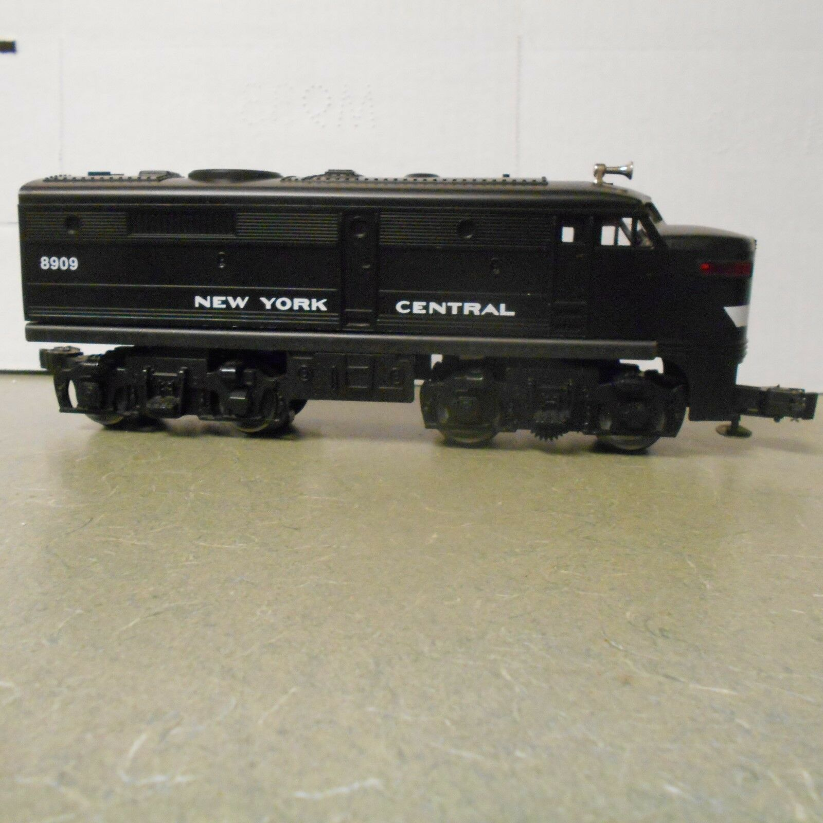 O scale Lionel NYC FA-2 Non-Powerot Diesel Locomotive  8909