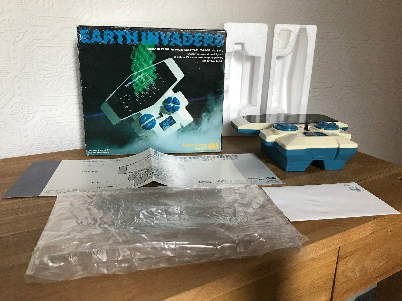 Boxed CGL Earth Invaders Vintage 1982 Handheld Handheld Handheld Electronic Game - Super Condition 86f854