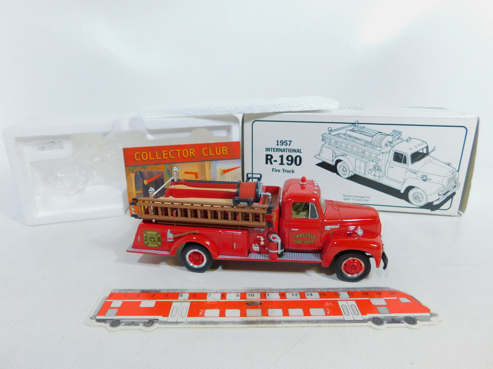 Ca80-1  First Gear 1 34 19-1333 camions Harvester r-190 1957 Pompiers FW, Neuw + neuf dans sa boîte