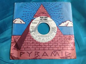 RARO-FUNK-Discoteca-45-Pat-Lundy-Poner-a-little-love-Back-WORK-Cancion