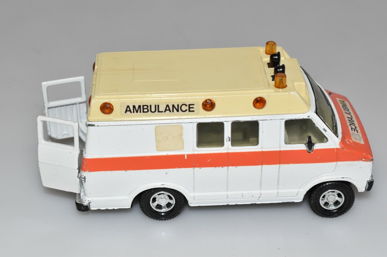 Matchbox Matchbox Matchbox Super Kings Ambulance Dodge Van 1979  l3 d430e7