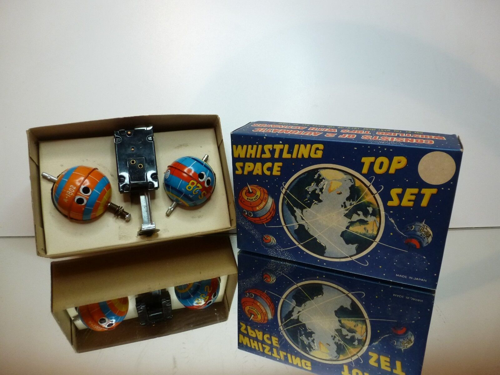 MARX TOYS JAPAN WHISTLING SPACE TOP SET - VERY GOOD CONDITION IN BOX