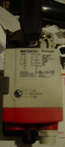 "MN6105A1011 600 psi new 3 Way Honeywell 1//2/"" NPT Bronze Ball Valve w// Actuator"