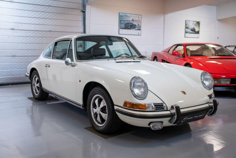 Porsche 911E Coupé - 1