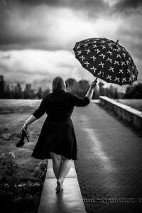 Schwarz weiß Bild Rainy CatwalkFoto Schirm Poster F13 Fotodruck EDHY2IW9