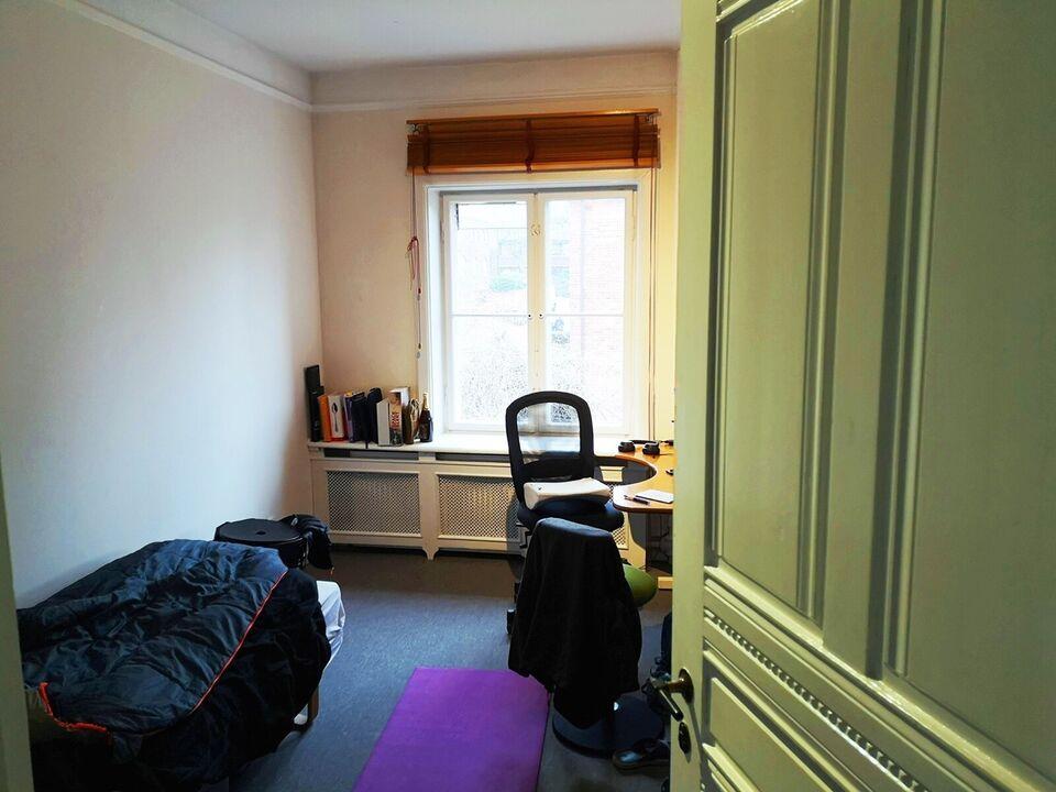 2500 værelse, kvm 13, mdr forudbetalt leje
