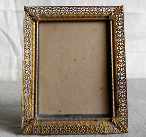 Vintage-Filigree-Brass-Small-Picture-Frame-Velvet-Easel-Back-Glass-Etching