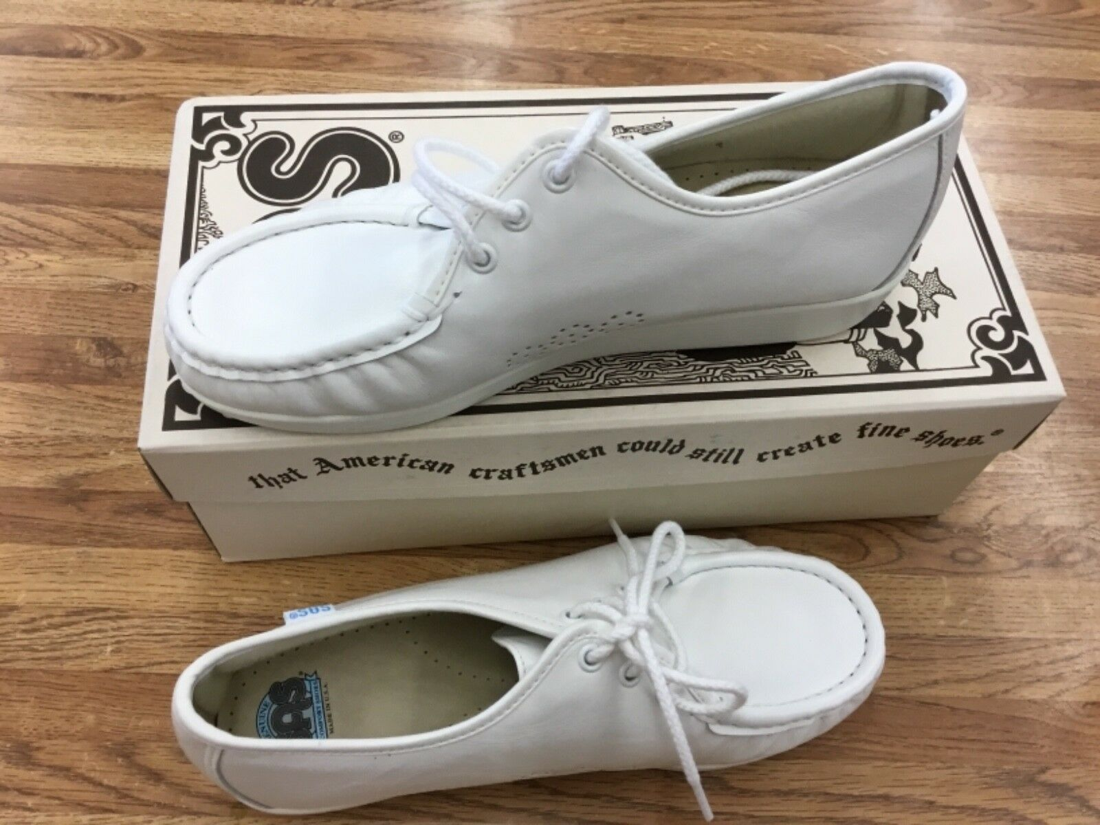 WOMEN'S SAS SIESTA LEATHER MOCCASIN LACE UP COMFORT SHOE SIZE 8M  COLOR WHITE