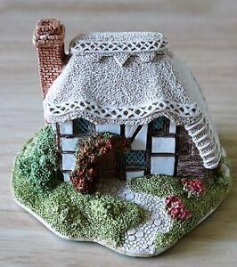 Lilliput-Lane-Strawberry-Cottage