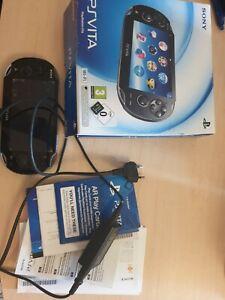 SONY PS Vita fat PCH-1004 tbe carte memoire 4go chargeur origine boite notice