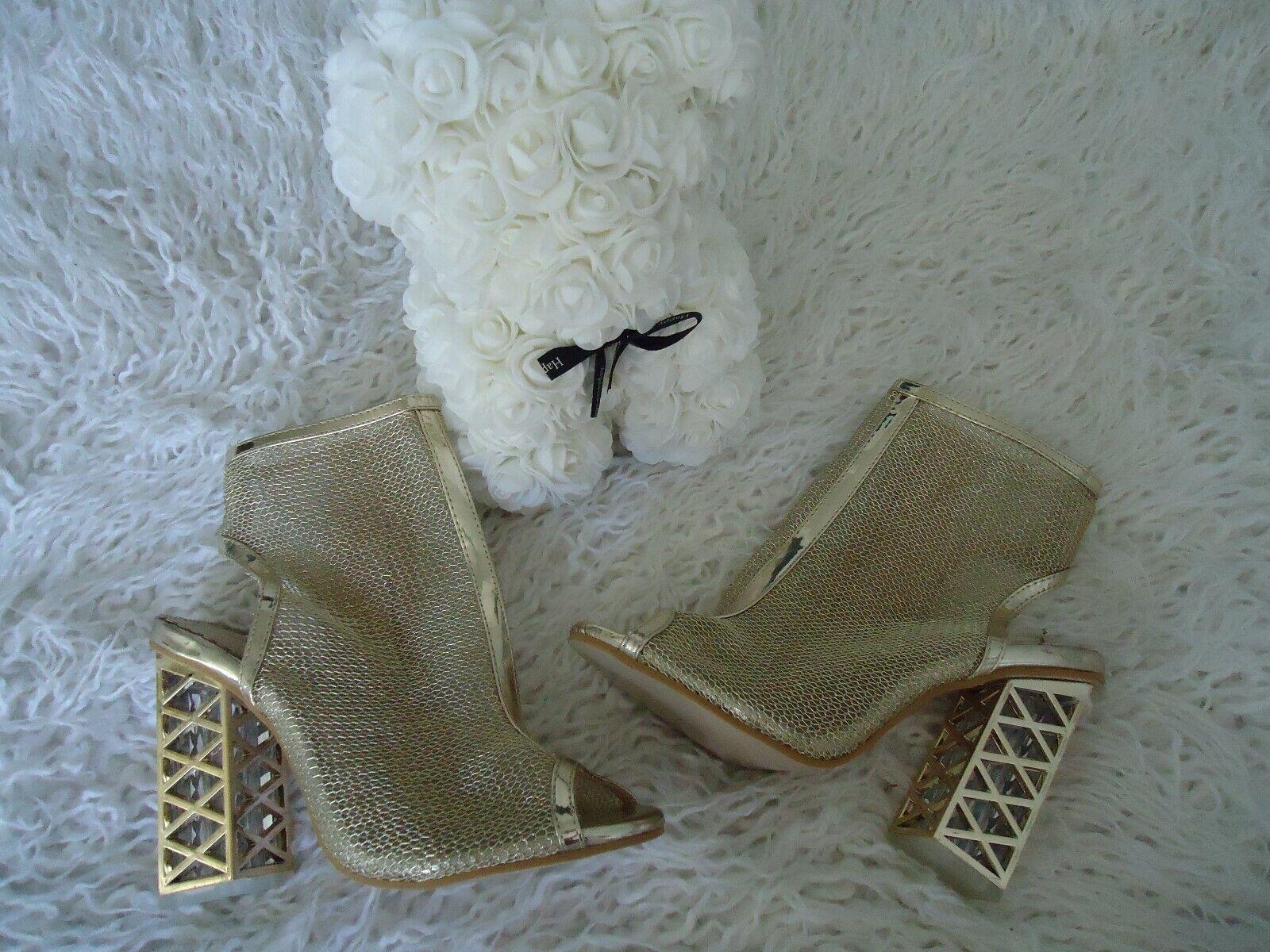 Women's shoes  Super Cute gold Heel Excellent Condition Size 8.5M