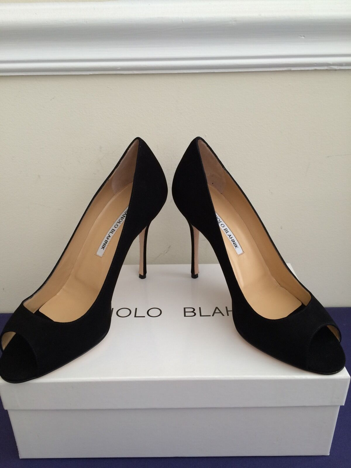 NIB  695 Manolo Blahnik Peepti Suede Peep Toe Pumps Black Size 8