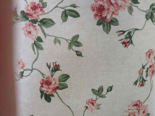 Arrière floral rose lin avec plaine en lin beige dos housse de coussin