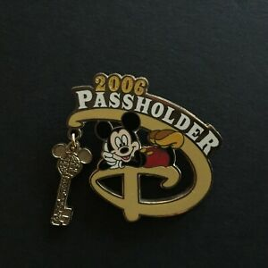 WDW-Passholder-Exclusive-2006-Mickey-Mouse-Dangle-Glitter-Disney-Pin-43771