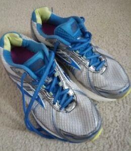 7c7e4bfdb96f0 Brooks Adrenaline GTS 15 Women s Running Shoes - White Blue - Sz 9 ...