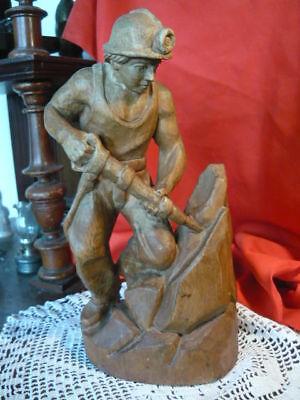 Ehrlich Alte Skulptur Holz Bergmann Mit Abbauhammer Bergbau Tolle Arbeit 26 Cm Hoch Durchblutung GläTten Und Schmerzen Stoppen