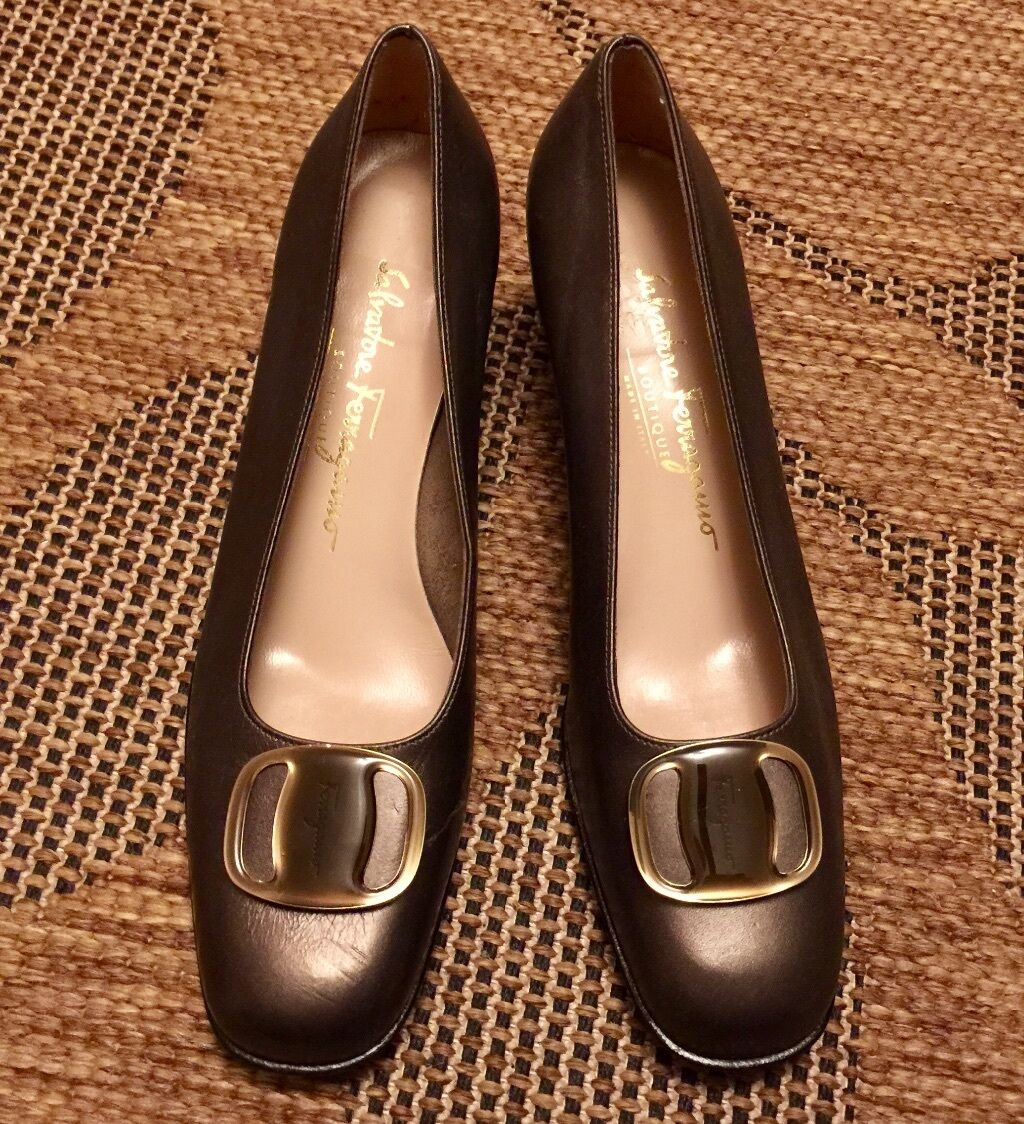 SALVATORE FERRAGAMO Stack heels size 7 1 2 AA Pewter leather made in
