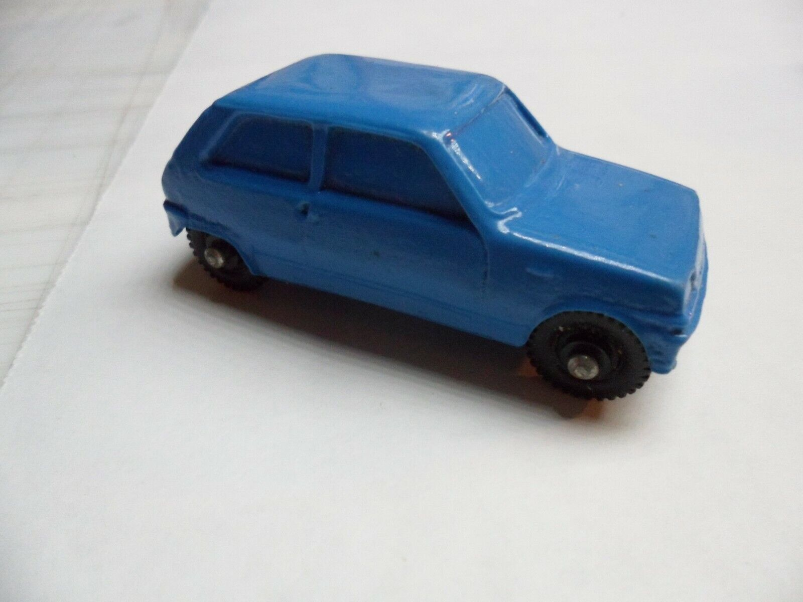 TOMTE RENAULT 5 PLASTIC  CAR No.30 IN blueE