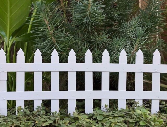 """Miniature Dollhouse FAIRY GARDEN ~ White Mini 2¾"""" Folding Picket Fence ~ NEW"""