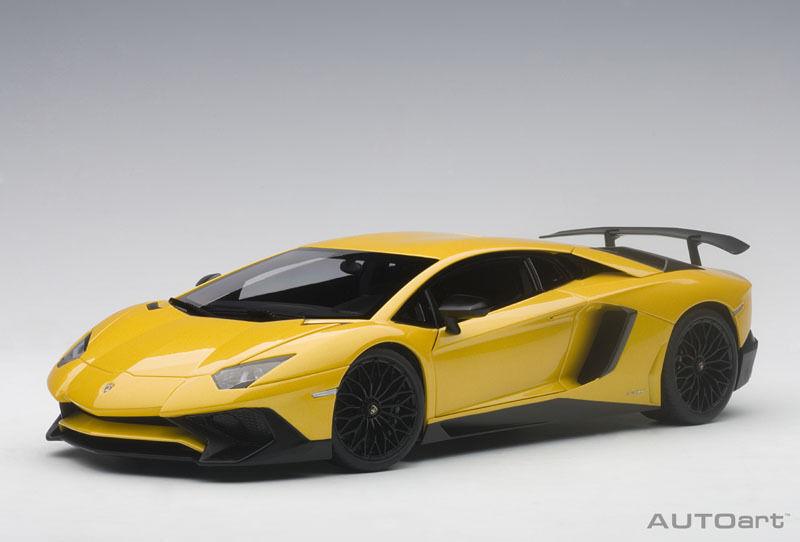74558 AUTOart 1 18 Lamborghini Aventador LP750-4 SV (Metallic Yellow)