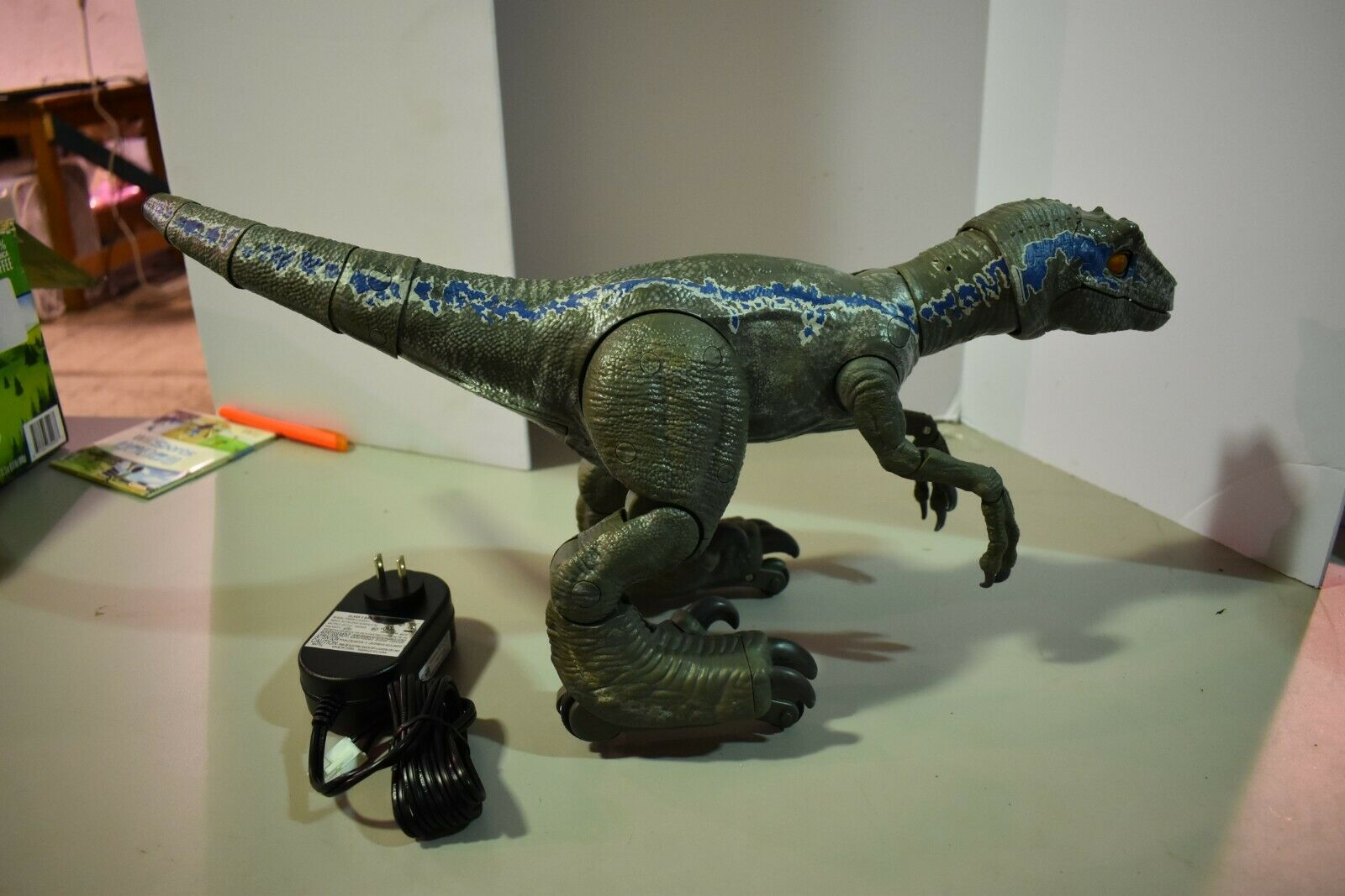 Jurassic World Alpha Training Blau Velociraptor AND CHARGER NO REMOTE  K45
