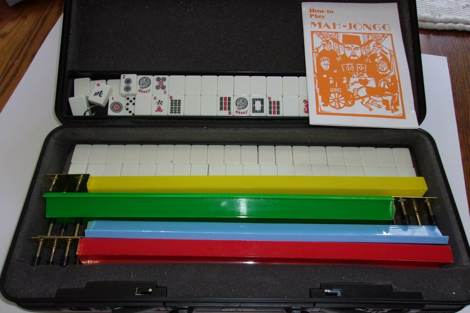 Vintage  Mah Jongg Set Plastic w Case 152 Pieces Plastic w Instructions  conveniente