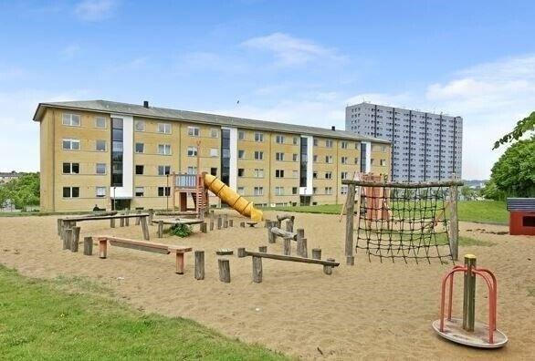 9210 vær. 4 lejlighed, m2 100, Thulevej