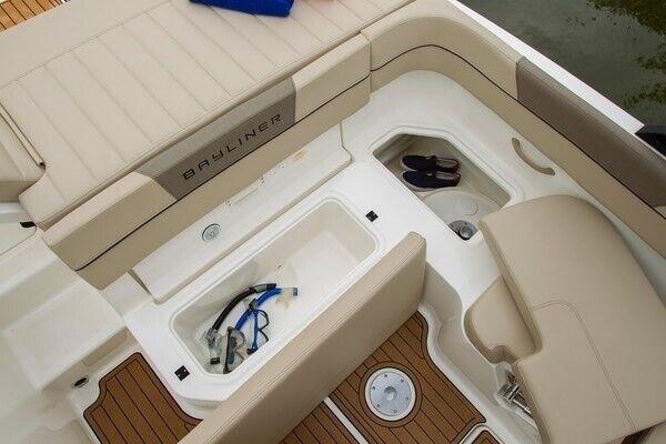 Bayliner VR5 med MerCruiser sterndrive, Motorbåd, skrog: