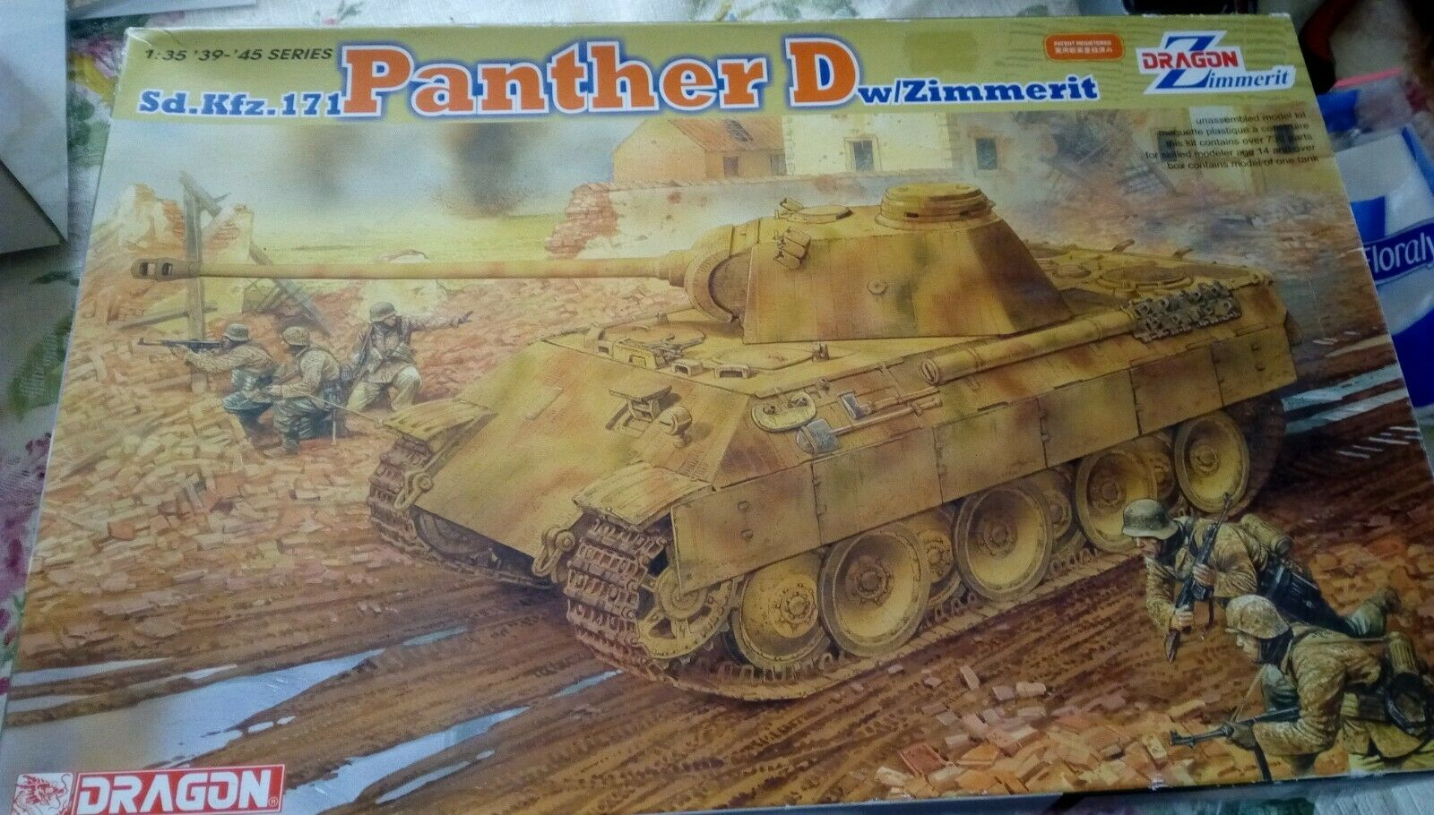 1 35 DRAGON 6428 Sd.Kfz.171 Panther D w Zimmerit