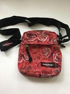 Vintage-Eastpak-Womens-Roses-Printed-Crossbody-Bag-Adjustable-Strap