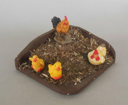 A Misthaufen mit Hahn Henne 2 Küken als Krippendekoration Krippenzubehör Nr