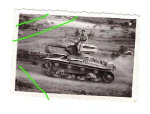 Foto italienischer Panzer mit Tarnung