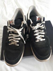 Détails sur Nike Air Force 1 Lunar taille UK 11 en daim noir et blanc finitions en cuir homme afficher le titre d'origine