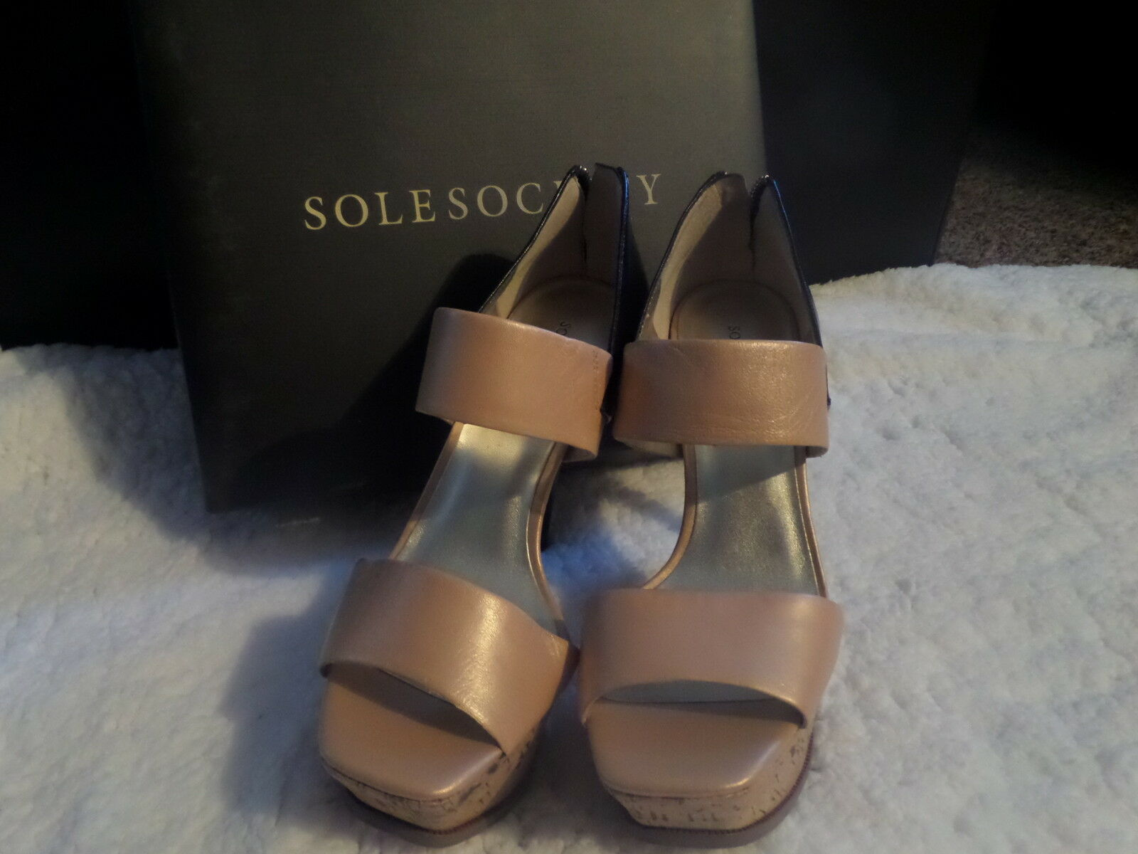 NWOB Sole Society SO-MAKAYLA Pearlized Sand   Black Sandals SZ 9