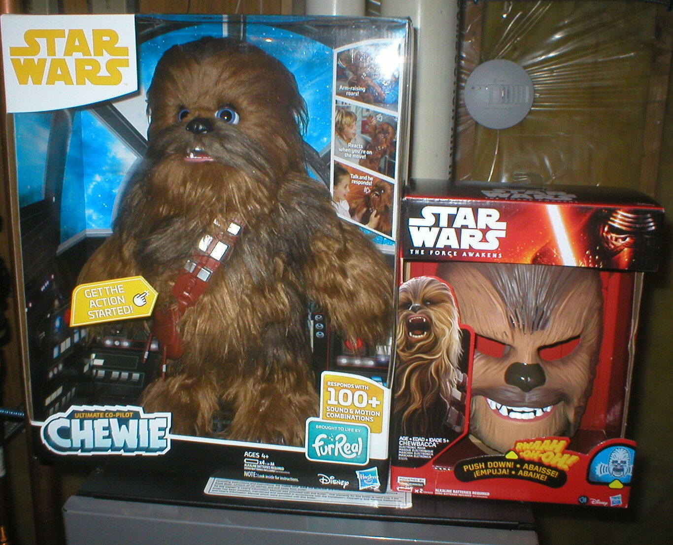 STAR WARS A SOLO STORY, ULTIMATE CO-PILOT CHEWBACCA, PLUS TALKING CHEWBACCA MASK