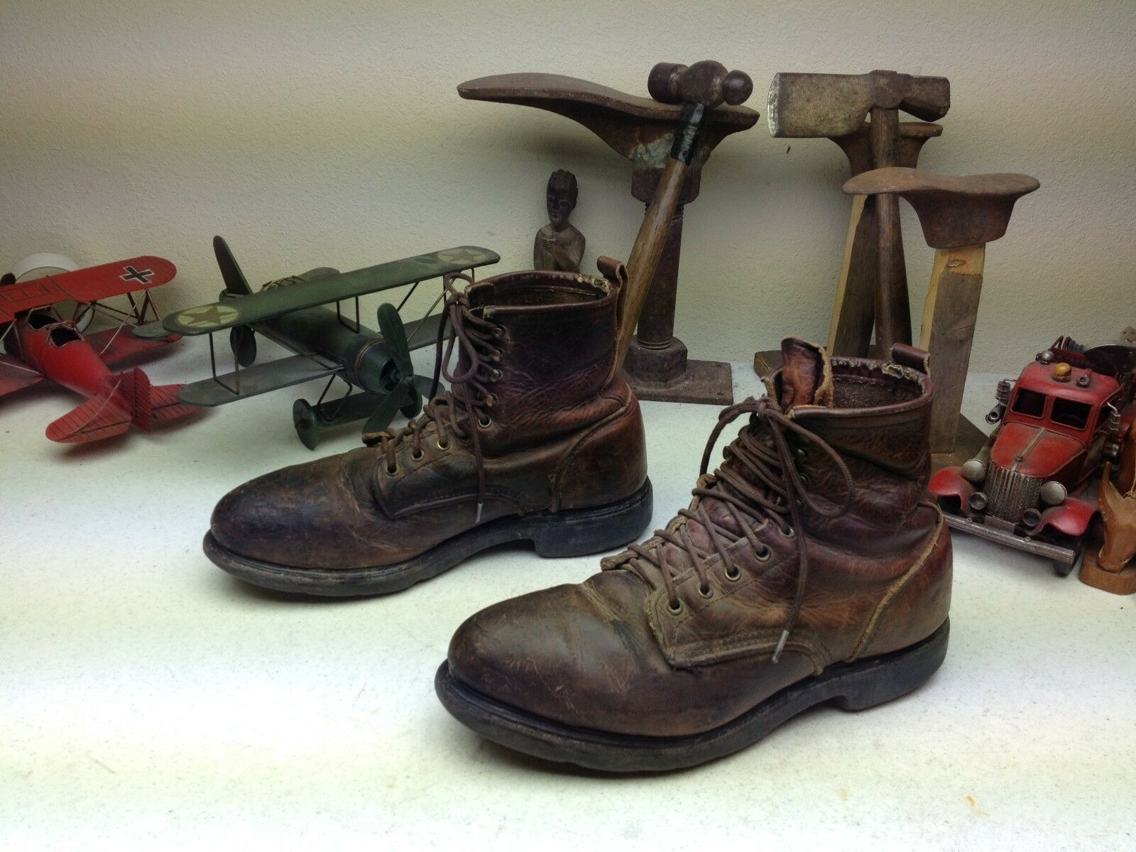 DISTRESSED VINTAGE STEEL TOE BURGUNDY  A RED WING ENGINEER BOSS BOOTS 10-11 M