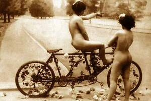 ANTIQUE FRENCH NUDE WOMAN VINTAGE GIRLFRIENDS BICYCLE FOR 2  c1900 CLASSIC PHOTO