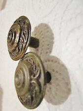 2  anciennes  poignées de meuble-tiroirs  ronde 1960  en laiton régences