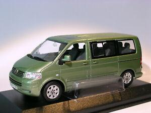 Volkswagen-MULTIVAN-T5-caravelle-au-1-43-de-Minichamps