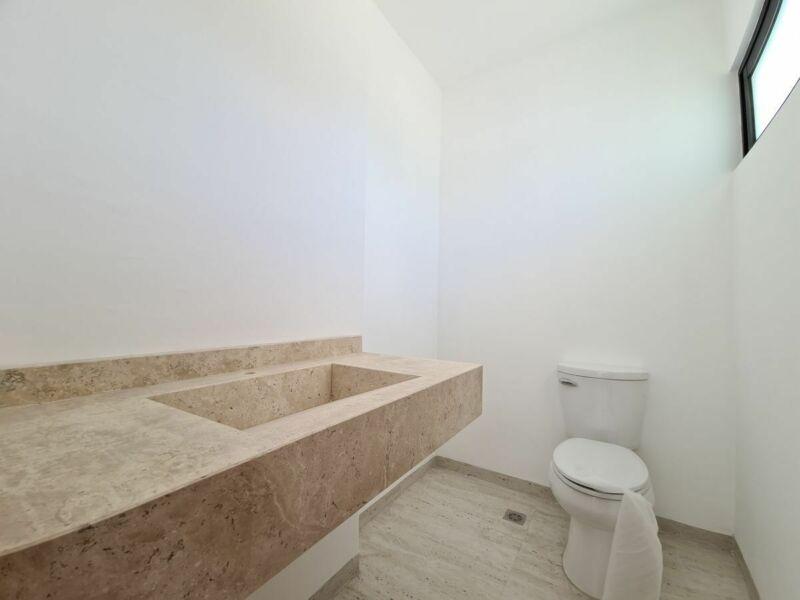 Casa en venta, 4 hab, habitación en planta baja, alberca en Los Manantiales
